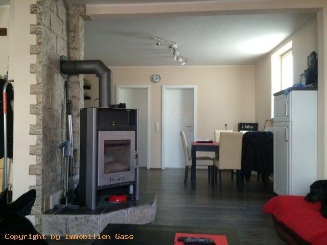 verkauft 1 2 fam haus mit garage und seitengeb ude in. Black Bedroom Furniture Sets. Home Design Ideas